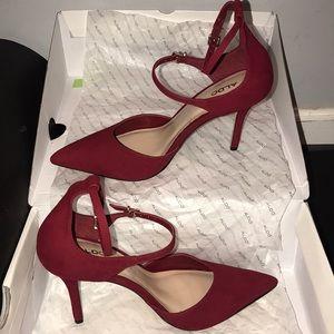 Beautiful 7.5 unworn elegant red stilleto shoe.